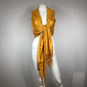 Tassel scarf yellow gold